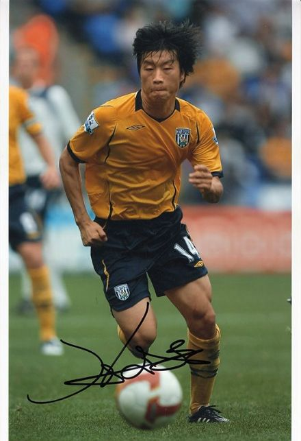 Do-Heon Kim, West Brom & South Korea, signed 12x8 inch photo.